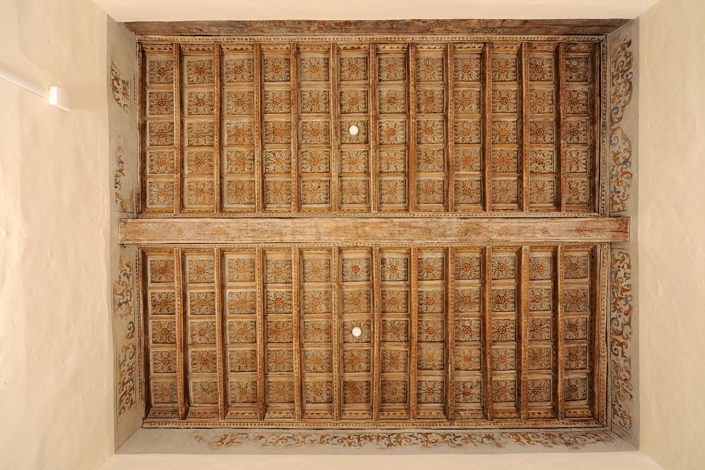 Restauro di soffitti lignei e boiserie torino restauro pulitura